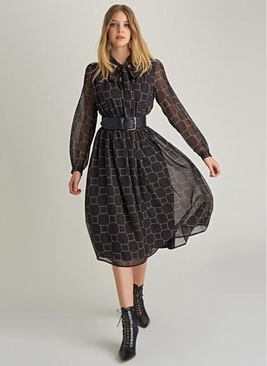 NGSTYLE Zincir Desenli Fular Yakalı Elbise Siyah
